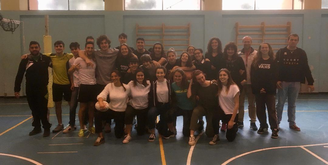 foto della 5°S del Liceo Scientifico Sportivo al termine del corso di Rugby in preparazione dell'esame di maturità.